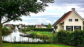 Landgoed eysinga state 272825,Casa de vacaciones grande  con piscina privada en St. Nicolaasga, Friesland, Holanda para 6 personas...