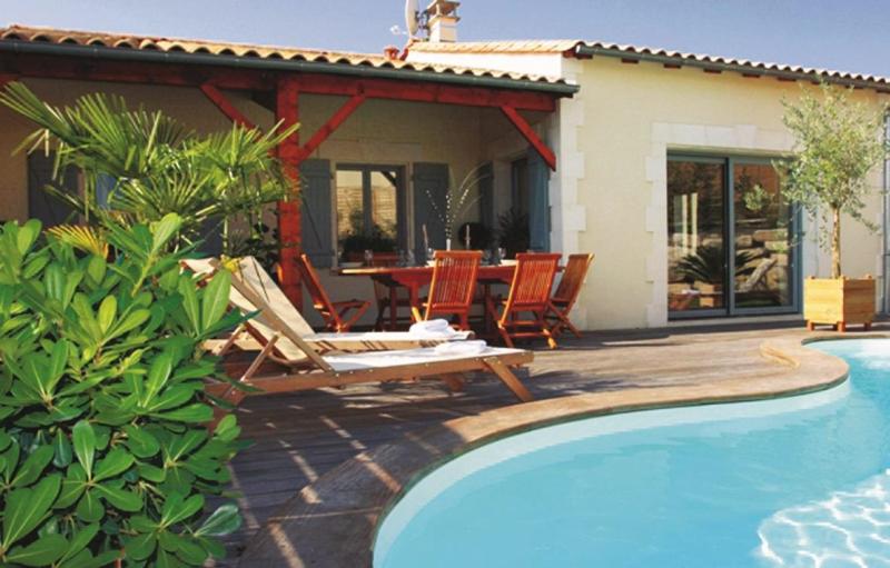 Du grand tourtre 273035,Casa grande  con piscina privada en Chalais, Centre, Francia para 6 personas...