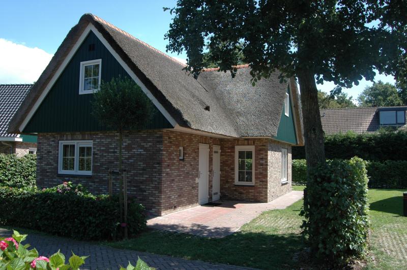 Anzelhoef 274376,Casa de vacaciones grande  con piscina privada en St. Maartenszee, Noord-Holland, Holanda para 6 personas...