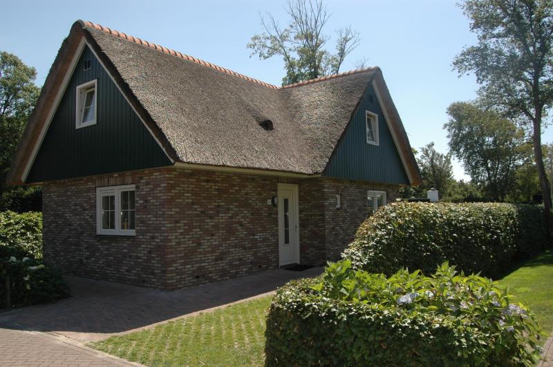 Anzelhoef 274377,Casa de vacaciones grande  con piscina privada en St. Maartenszee, Noord-Holland, Holanda para 6 personas...