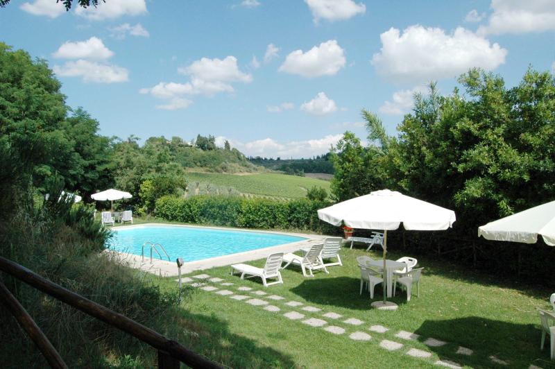 Agriturismo la moraia 274666,Apartamento grande  con piscina privada en Poggibonsi, en Toscana, Italia para 4 personas...