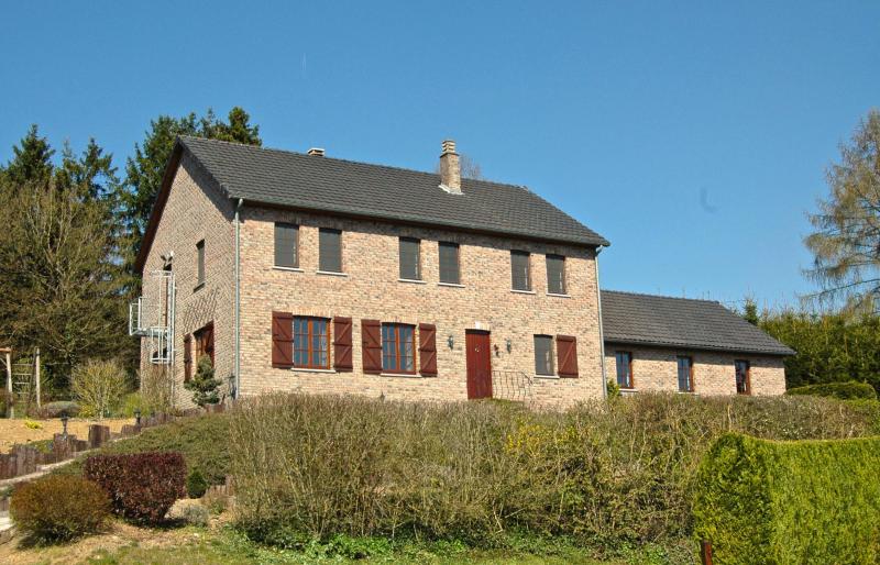 Jolien 274775,Casa grande en Durbuy, Région Wallonne, Bélgica  con piscina privada para 16 personas...