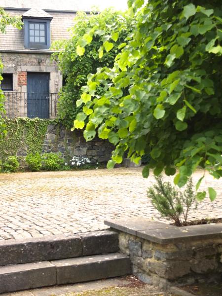 La maison du cocher 276371,Casa grande en Beauraing, Namur, Bélgica  con piscina comunitaria para 4 personas...