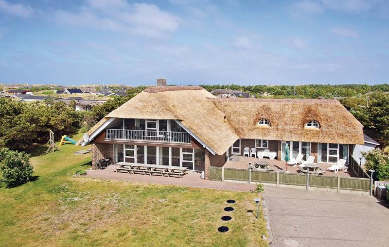 112815,Casa grande  con piscina privada en Ringkøbing, Holmsland Klit (Noord)-Søndervig, Dinamarca para 20 personas...