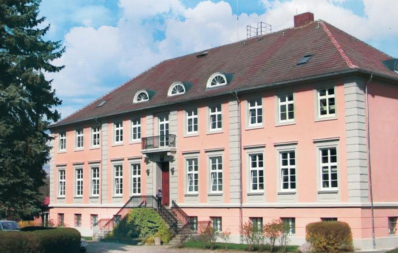 Herrenhaus lbbenow 112987,Casa grande en Uckerland Ot Lübbenow, Brandenburg, Alemania  con piscina privada para 34 personas...