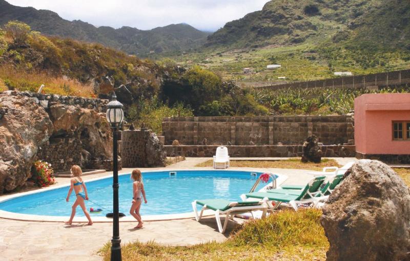 Finca la cancela 114494,Apartamento  con piscina privada en Buenavista del Norte, en Canarias, España para 3 personas...