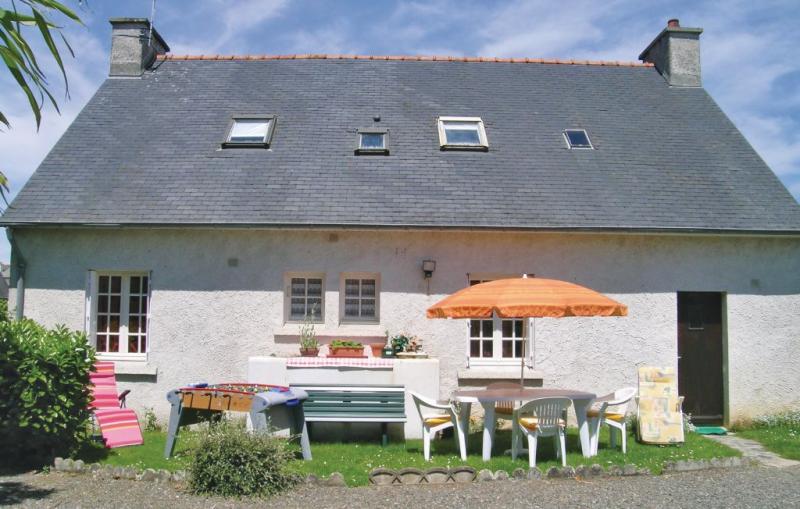 114990,Vivienda de vacaciones en Ploumilliau, Brittany, Francia para 8 personas...