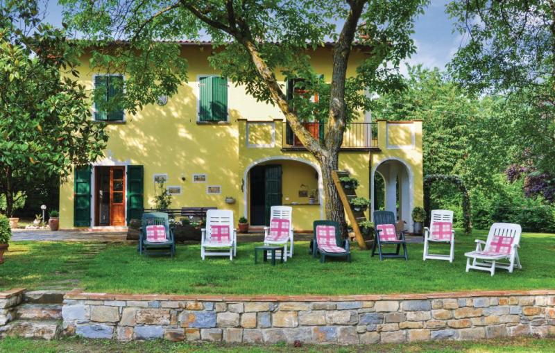 116774,Casa en Partina Ar, en Toscana, Italia  con piscina comunitaria para 8 personas...