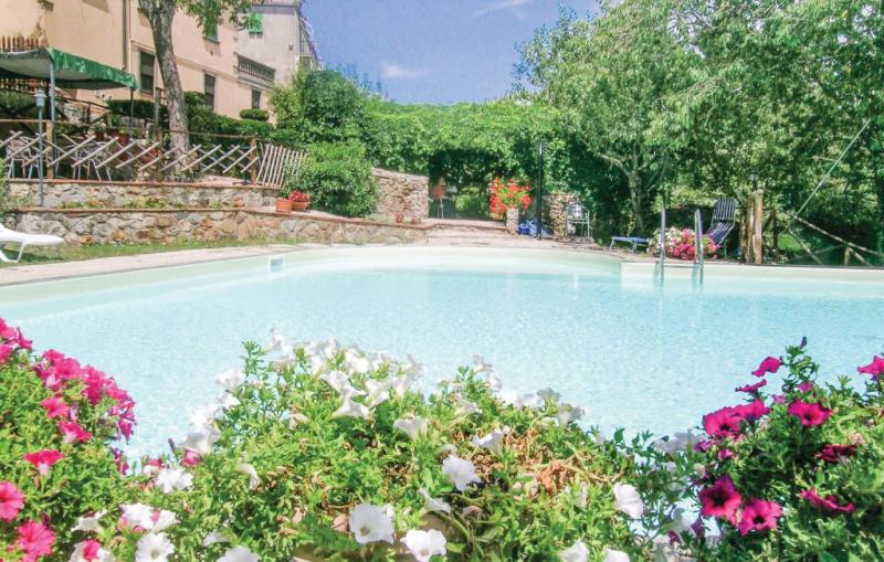 Frutteto 1  noce 117047,Apartamento en Boccheggiano Gr, en Toscana, Italia  con piscina comunitaria para 6 personas...