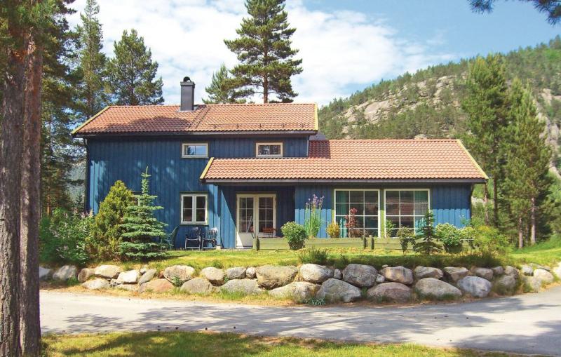 Bjrnehiet 1110020,Casa en Dølemo, Southern Norway, Noruega  con piscina privada para 10 personas...