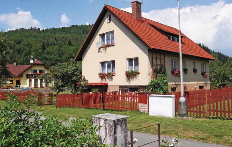 1115338,Apartamento en Jilemnice, Královéhradecký kraj, Chequia  con piscina comunitaria para 5 personas...