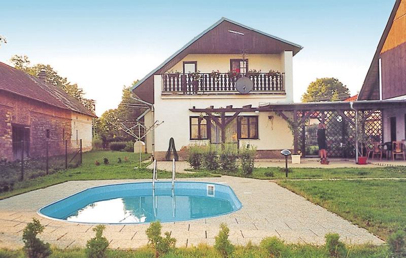 1115617,Casa  con piscina comunitaria en Trnov, East Bohemia, Chequia para 10 personas...