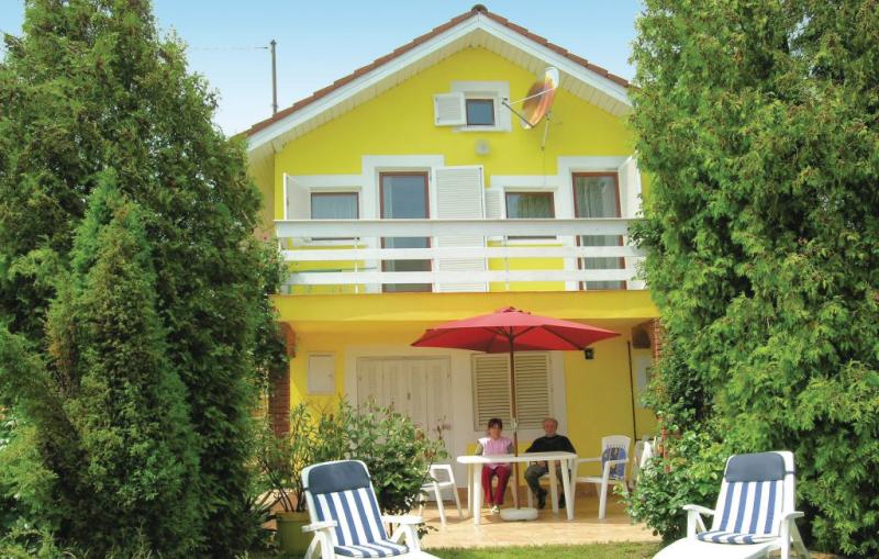 1116266,Vivienda de vacaciones  con piscina comunitaria en Balatongyörök, Balaton Felvidek, Hungría para 4 personas...