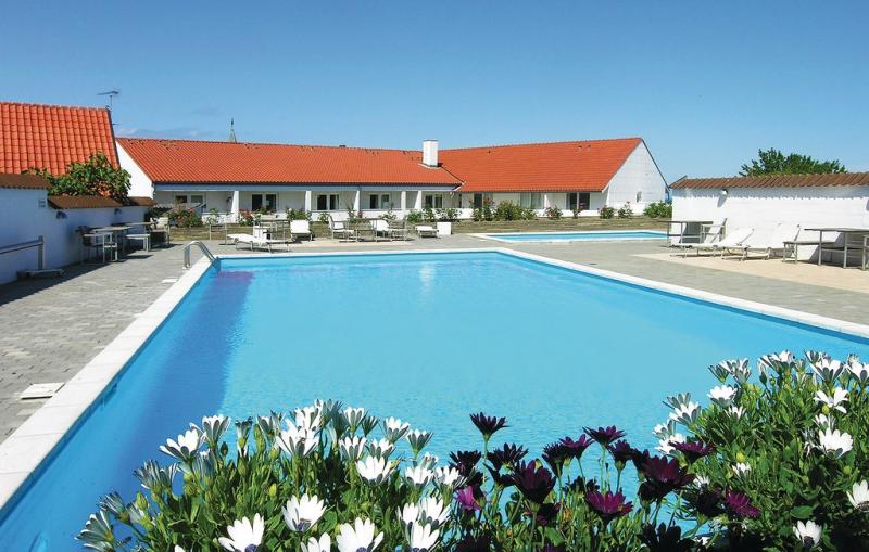 Casa blanca 1117121,Apartamento en Gudhjem, Bornholm, Dinamarca  con piscina privada para 4 personas...