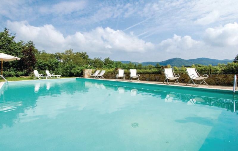 Dahlia 1118862,Apartamento  con piscina privada en Greve In Chianti Fi, en Toscana, Italia para 4 personas...