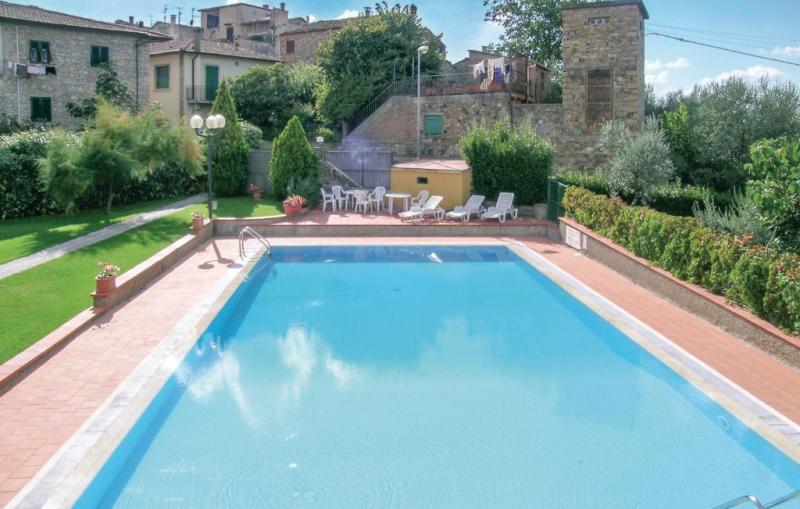 Appartamento 8 1118869,Apartamento en San Donato In P. Fi, en Toscana, Italia  con piscina privada para 4 personas...
