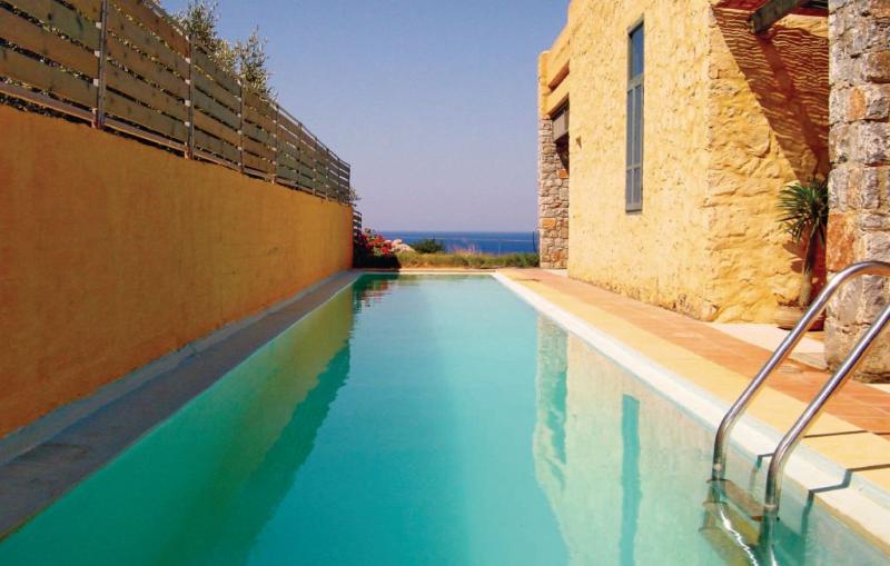 1119486,Vivienda de vacaciones  con piscina privada en Livadia Keramoti, Crete, Grecia para 6 personas...