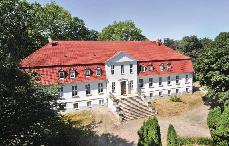 Gutshaus gross markow 1137873,Grosse Wohnung  mit privatem Pool in Gross Markow, Mecklenburgische Seenplatte, Deutschland für 36 Personen...
