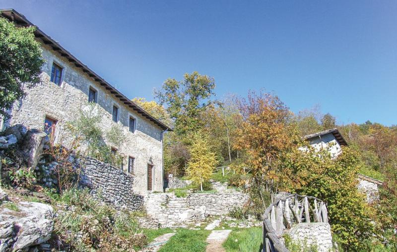 Fornione 1138556,Casa  con piscina privada en Fabbriche Vallico Lu, en Toscana, Italia para 8 personas...