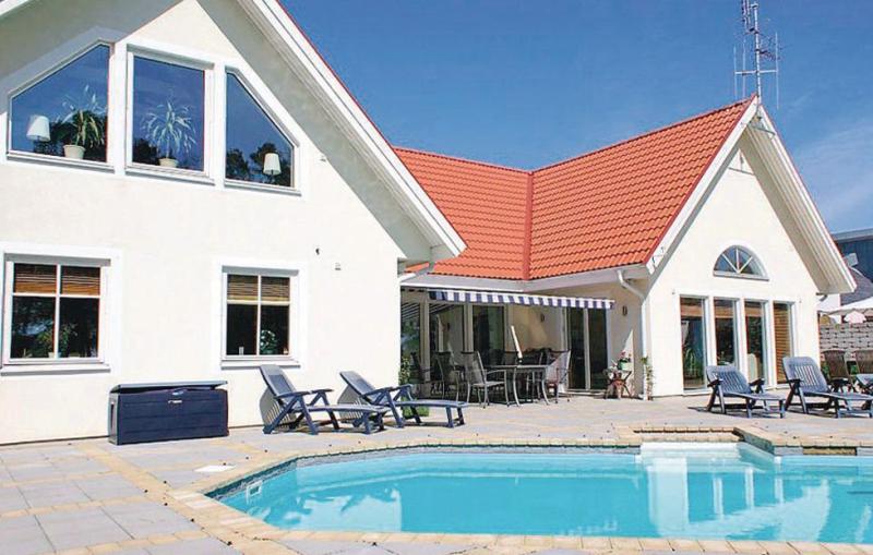 1142264,Casa en Nybrostrand, Schonen, Suecia  con piscina privada para 9 personas...