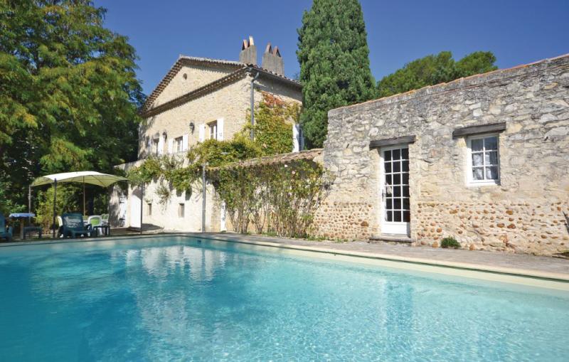 1143074,Vivienda de vacaciones grande en St Marcel Les Sauzet, Drôme, Francia  con piscina privada para 10 personas...