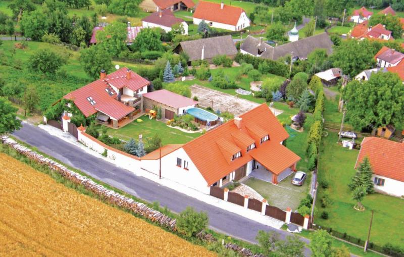 1143418,Casa  con piscina comunitaria en Sedlec-Prcice, Central Bohemia, Chequia para 9 personas...
