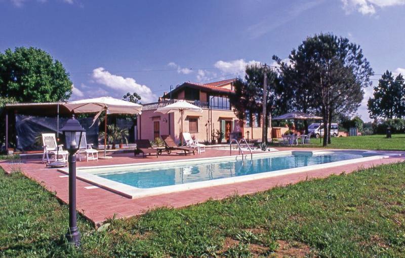 1143568,Casa en S. Maria A Monte Pi, en Toscana, Italia  con piscina privada para 4 personas...
