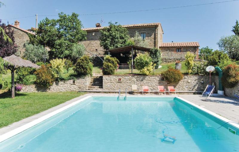 Casa michele 1144622,Casa en Cortona, en Toscana, Italia  con piscina comunitaria para 4 personas...