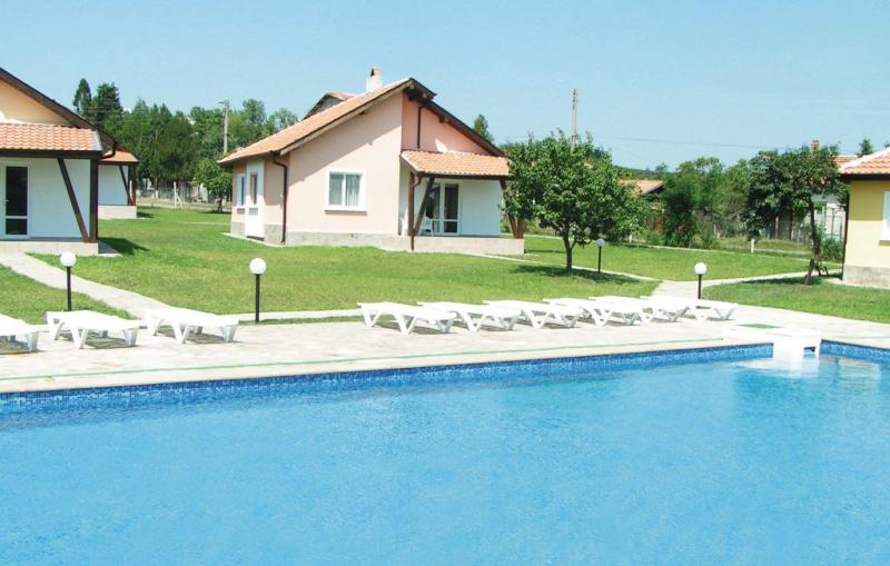 L 1145015,Vivienda de vacaciones  con piscina privada en Bryastovec, Sunny beach - Burgas North, Bulgaria para 6 personas...