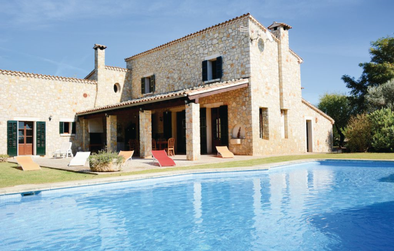 1145592,House in Lloseta, Mallorca, Spain  with private pool for 10 persons...