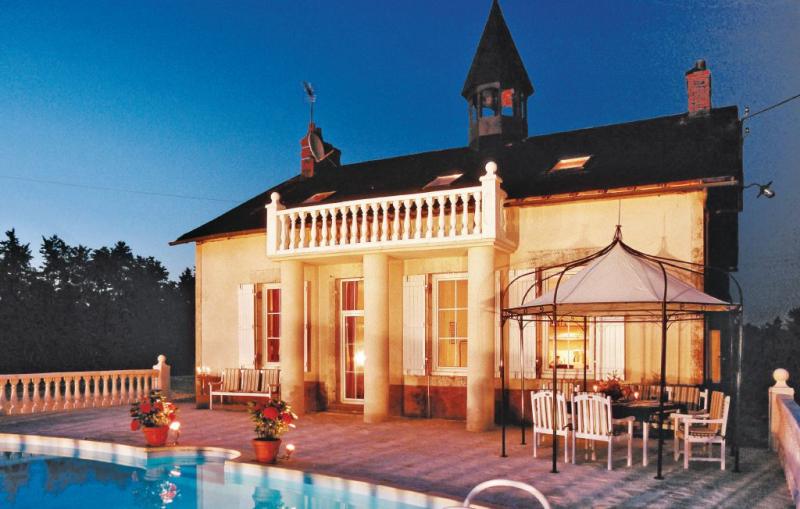 1146648,Vivienda de vacaciones en Ardentes, Centre, Francia  con piscina privada para 14 personas...