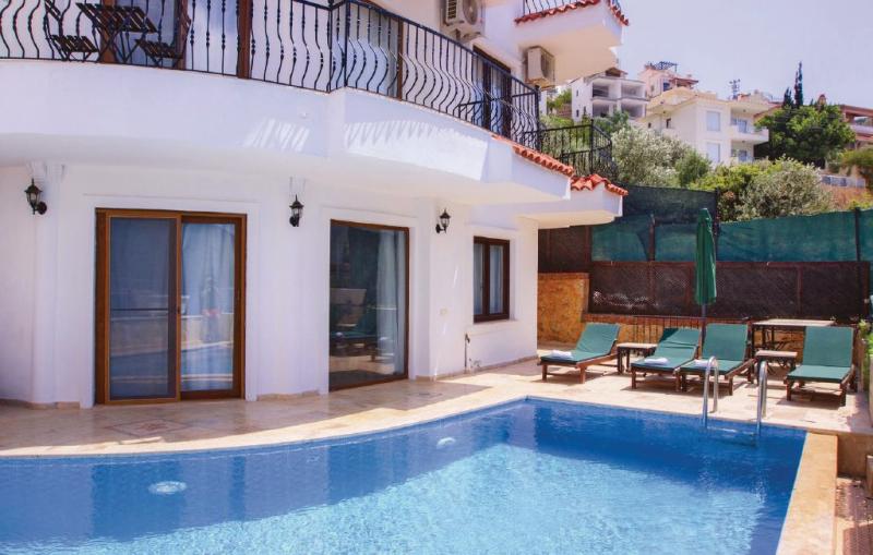 1148303,Vivienda de vacaciones  con piscina privada en Kalkan-antalya, Aegean Coast, Turquía para 8 personas...