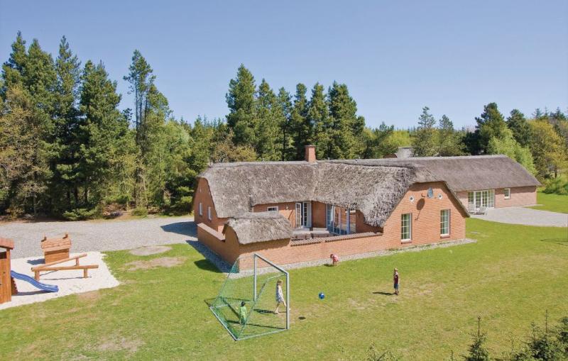 1150912,Casa grande  con piscina privada en Ulfborg, West Jutland, Dinamarca para 22 personas...