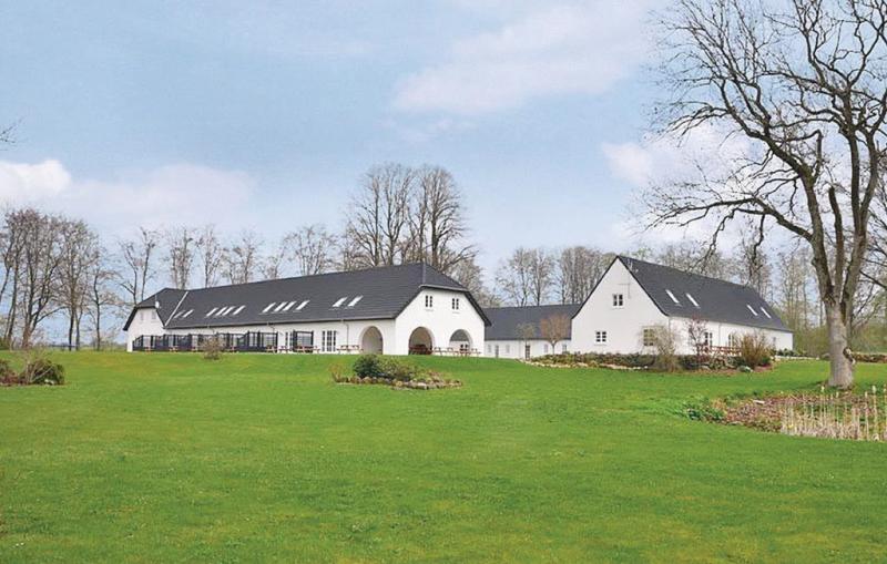 Sjrupgaard 1153313,Casa grande  con piscina privada en Nimtofte, Djursland and Mols, Dinamarca para 40 personas...