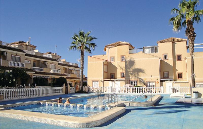Residencia siesta sol 1157706,Vivienda de vacaciones  con piscina privada en Torrevieja, en la Costa Blanca, España para 4 personas...