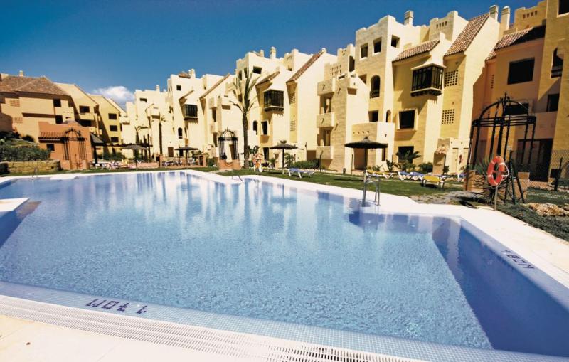 Duquesa village 1159059,Apartamento en Manilva-La Duquesa, Andalucía, España  con piscina privada para 4 personas...