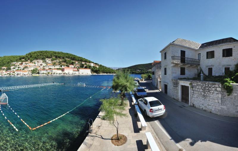 1159647,Apartamento en Pucisca, Dalmatia Islands, Croacia para 4 personas...