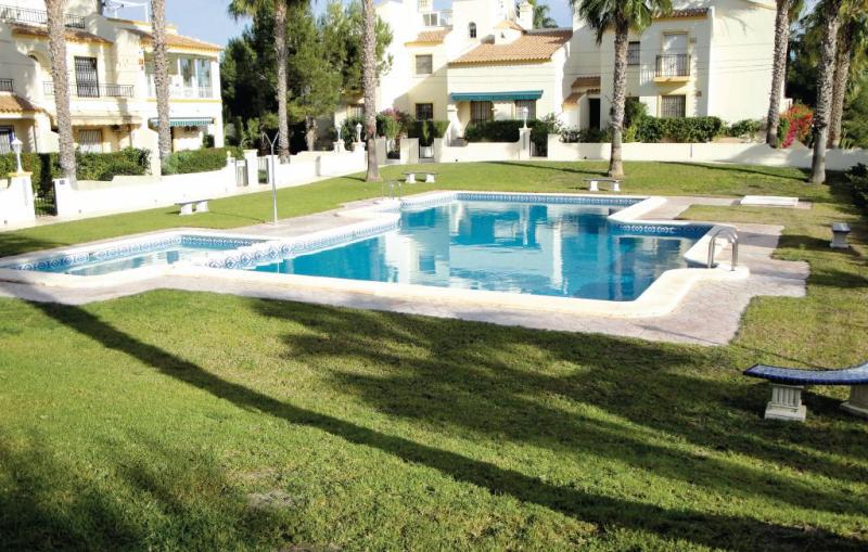 1159665,Vivienda de vacaciones  con piscina privada en Orihuela Costa, en la Costa Blanca, España para 4 personas...