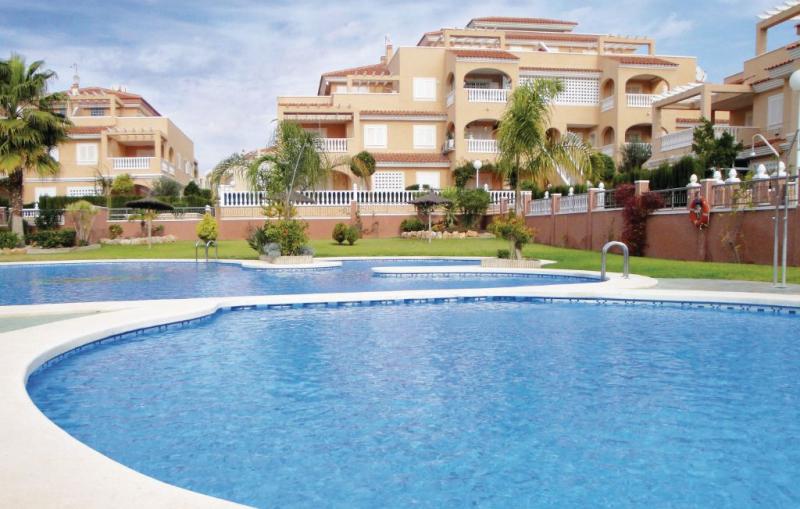 3 1160099,Vivienda de vacaciones  con piscina privada en Orihuela Costa, en la Costa Blanca, España para 8 personas...