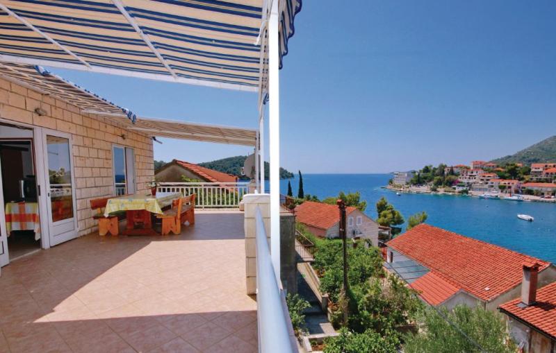 1161894,Apartamento en Brna, Dalmatia Islands, Croacia para 9 personas...