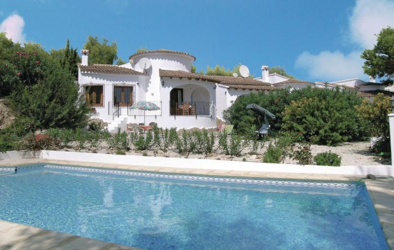 1163663,Casa en Moraira, en la Costa Blanca, España  con piscina privada para 4 personas...