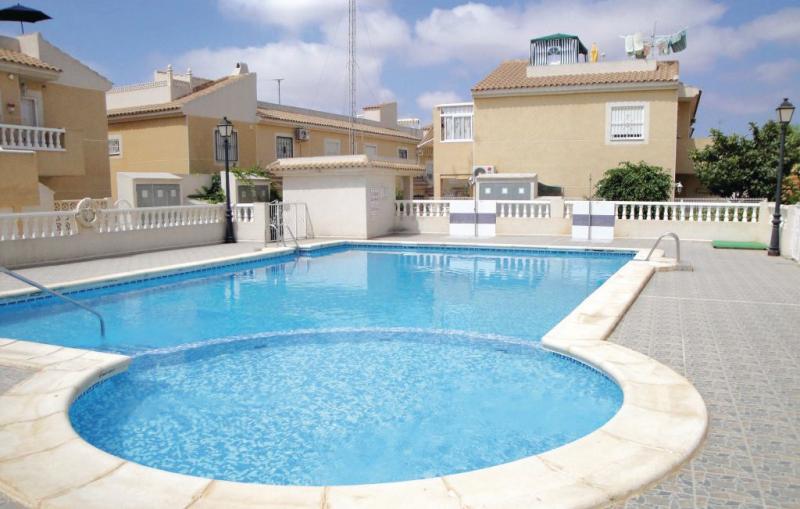 Urbbravomar viianeuvas 1163735,Apartamento en Torrevieja, en la Costa Blanca, España  con piscina privada para 4 personas...