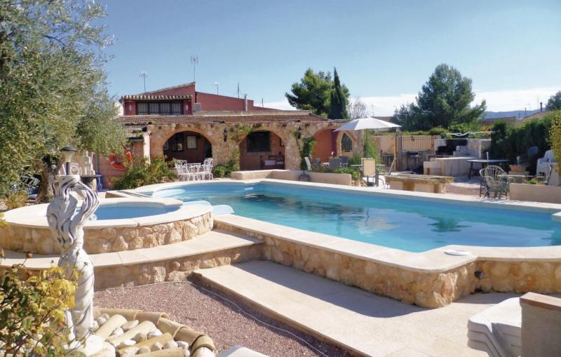 1165240,Casa grande  con piscina comunitaria en Pinoso, en la Costa Blanca, España para 17 personas...