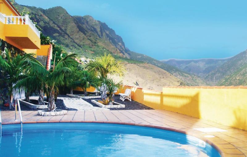 1166171,Vivienda de vacaciones  con piscina comunitaria en Tijarafe, en Canarias, España para 3 personas...