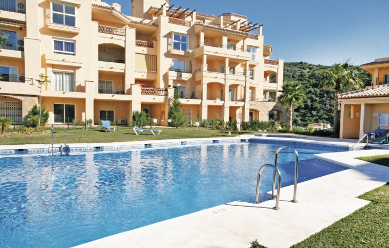 1166287,Apartamento  con piscina privada en Calahonda, en la Costa Calida, España para 6 personas...