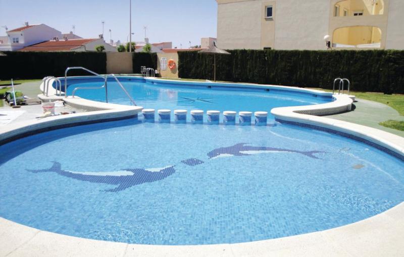 1166569,Apartamento en Torrevieja, en la Costa Blanca, España  con piscina privada para 4 personas...