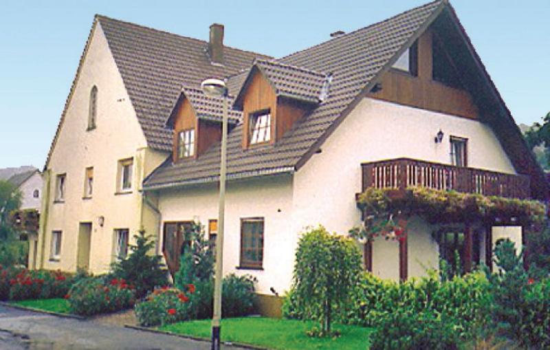 1167504,Vivienda de vacaciones en Brilon-Alme, Sauerland, Alemania  con piscina comunitaria para 8 personas...