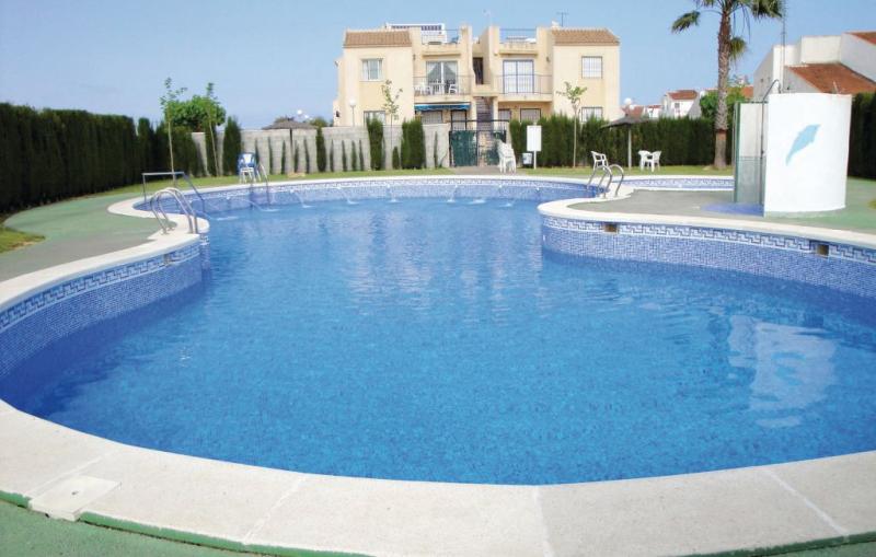 1167918,Apartamento  con piscina privada en Torrevieja, en la Costa Blanca, España para 4 personas...