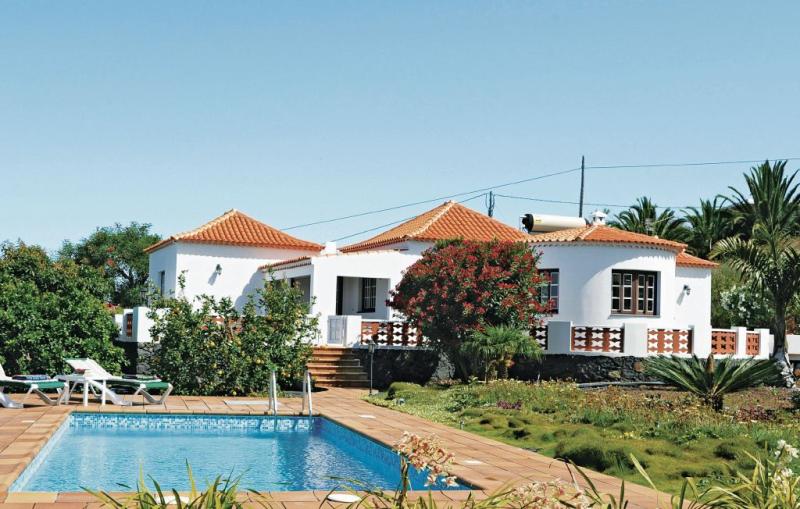1168233,Casa en Tijarafe, en Canarias, España  con piscina privada para 4 personas...