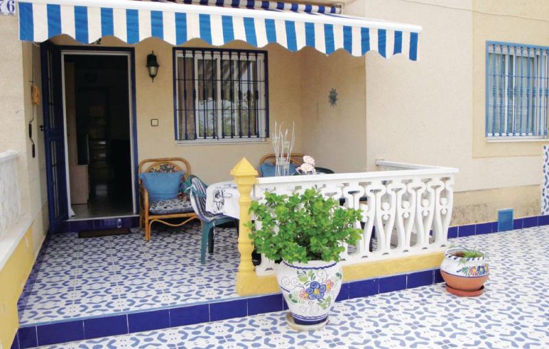 Urb la siesta 1170906,Apartamento en Torrevieja, en la Costa Blanca, España  con piscina privada para 4 personas...